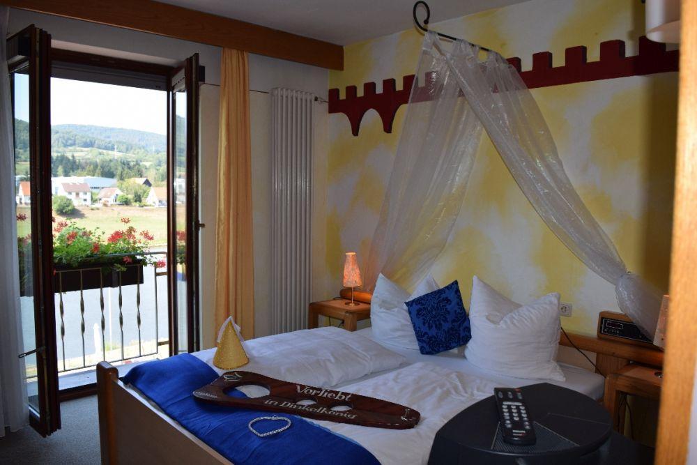 hotel-in-freudenberg-am-main-zimmer-mainblick